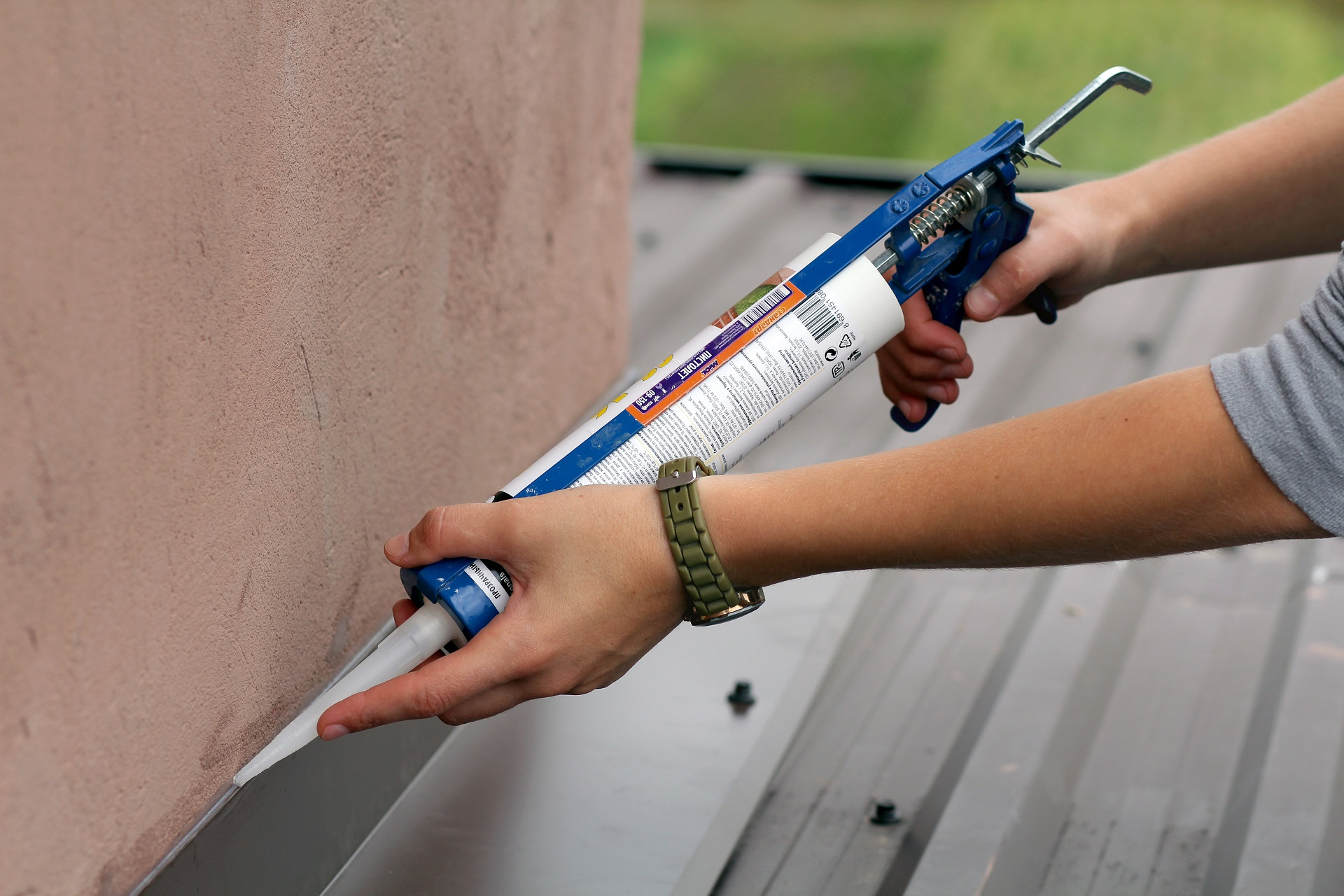 Looking For The Best Metal Roof Sealant To Buy? Here's A