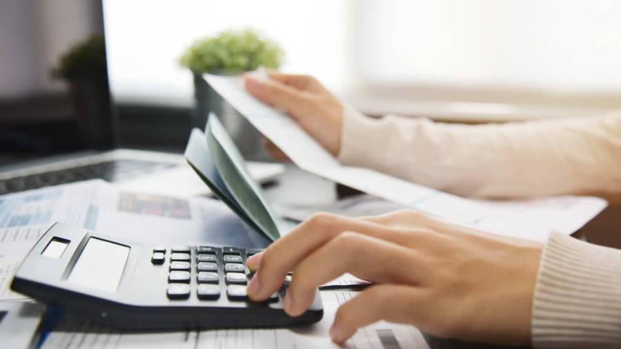 Calculating electric costs with calculator