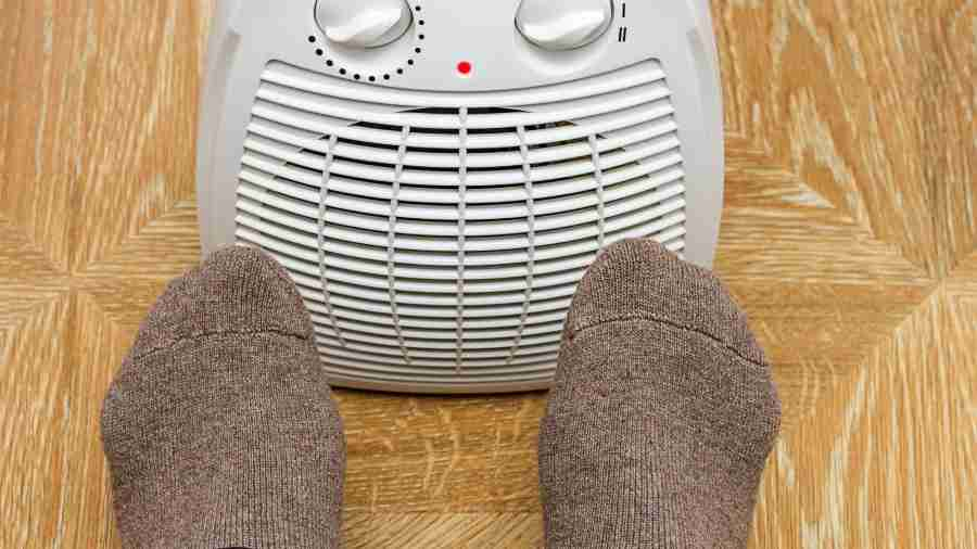 Electric space heater warming feet