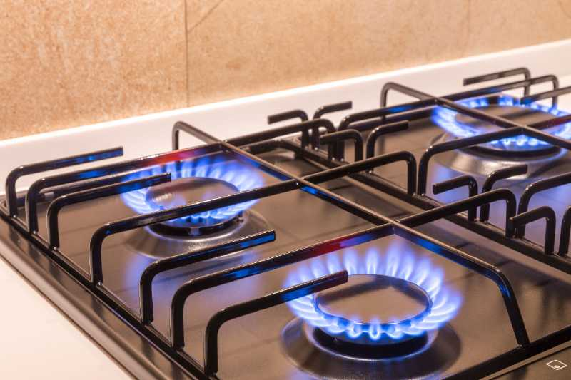 Pro-style gas range burners in action